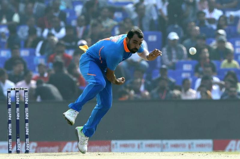 Mohammed Shami Lends Helping Hand to Migrants, Distributes Food & Masks