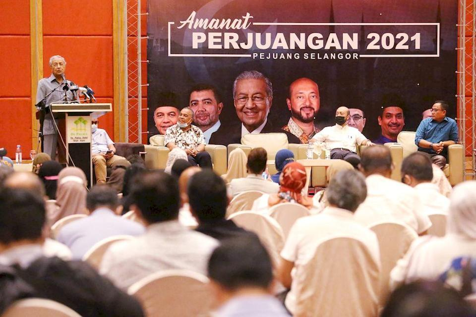 Tun Dr Mahathir Mohamad speaking during the Amanat Perjuangan 2021 event, in Shah Alam, December 31, 2020. — Picture by Choo Choy May