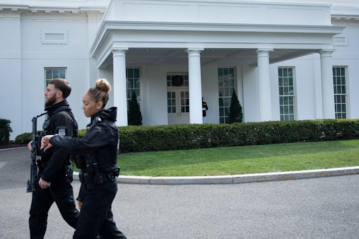 Members of the Secret Service outside the West Wing of the White House. (Brendan Smialowski/AFP via Getty Images)