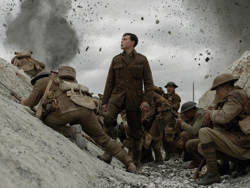 George MacKay (Mitte) als kriegsgebeutelter Soldat Schofield (Bild: © 2019 Universal Pictures and Storyteller Distribution Co., LLC. All Rights Reserved.)
