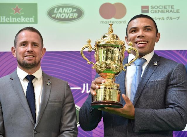Former world players of the year Shane Williams (left) and Bryan Habana with the Webb Ellis Cup during an event in Tokyo to mark 100 days till kickoff in the Rugby World Cup (AFP Photo/Kazuhiro NOGI)