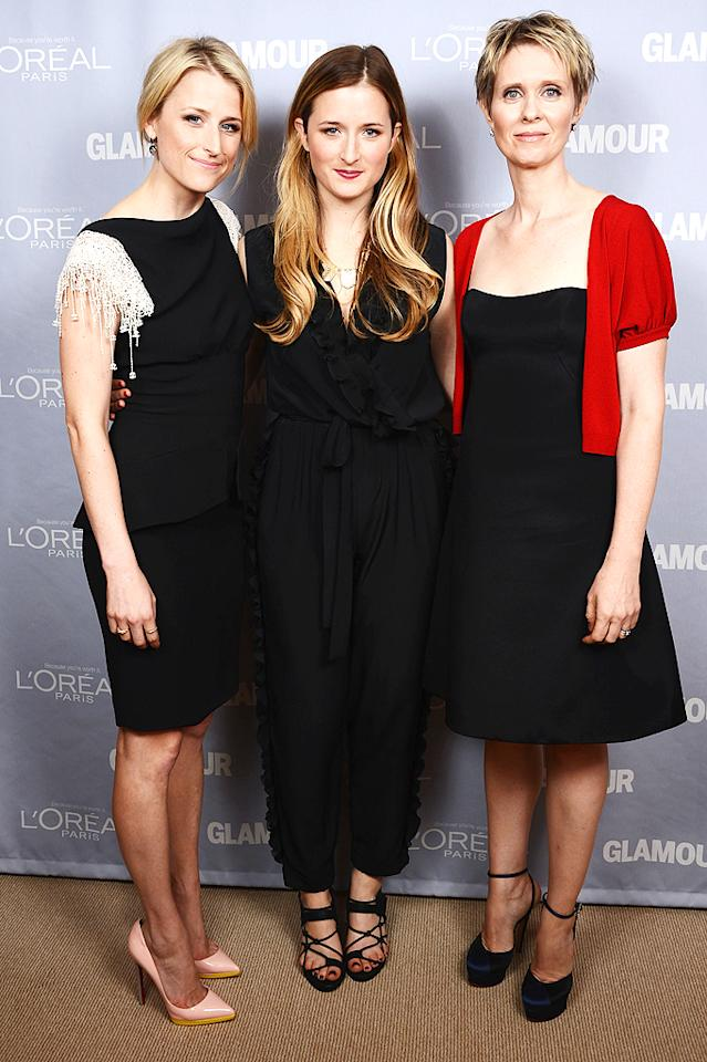 "Meryl Streep's gorgeous daughters, Mamie and Grace Gummer, posed for a pic with ""Sex and the City"" star Cynthia Nixon. (11/12/12)"