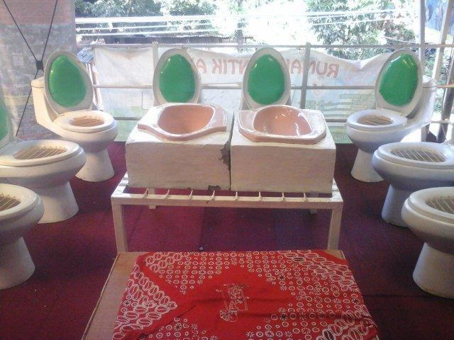 """<p>The owner of Café Jamban is a 53-year-old physician who holds the philosophy that his toilet-themed restaurant highlights the importance of living a healthy lifestyle. He was inspired to serve food in toilet bowls after visiting a toilet museum in South Korea. <a href=""""https://twitter.com/gourmet_ID/status/728828471191834625"""" rel=""""nofollow noopener"""" target=""""_blank"""" data-ylk=""""slk:(Photo Credit)"""" class=""""link rapid-noclick-resp""""><i>(Photo Credit)</i></a></p>"""