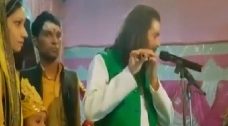 Tej Pratap is Back on Maha Shivratri 2020, Plays the Flute While Addressing Rally in Vaishali, Watch Video