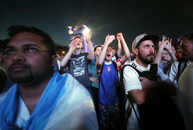 Moscow (Russian Federation), 21/06/2018.- Supporters of Argentina watch the broadcast of the FIFA World Cup 2018 group D preliminary round soccer match between Argentina and Croatia in the FIFA Fan Fest area in Moscow, Russia, 21 June 2018. Croatia won 3-0. (Croacia, Mundial de Fútbol, Moscú, Rusia) EFE/EPA/MAXIM SHIPENKOV