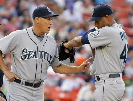 FILE PHOTO: Seattle Mariners pitching coach Mel Stottlemyre talks with starting pitcher Miguel Batista (R) after New York Mets batter David Wright hit a solo home run in the first inning of their MLB Interleague baseball game in New York, June 25, 2008. REUTERS/Ray Stubblebine (UNITED STATES)