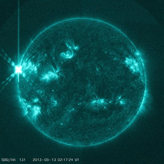 Major Solar Flare Erupts from the Sun, Strongest of 2013