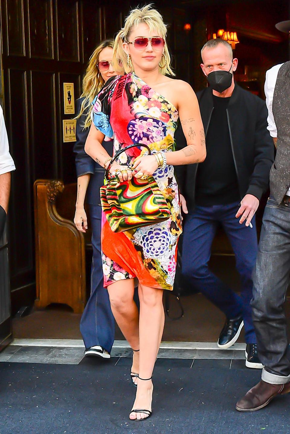 <p>Miley Cyrus makes a statement while leaving her New York City hotel on Thursday.</p>