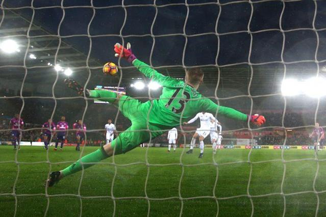 Jordan Pickford faces a shot from Swansea's Gylfi Sigurdsson