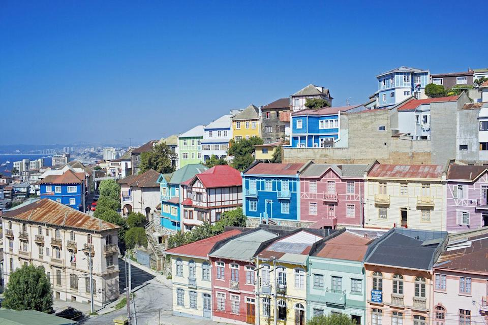 <p>A colorful landscape worth swooning over in Valparaíso, Chile.</p>