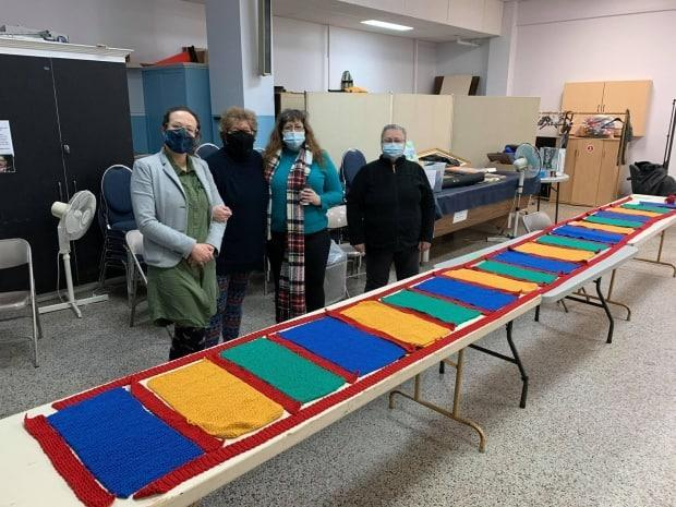 The scarf was garter stitched and crocheted piece-by-piece by knitters who are all members of the Association des Neurotraumatisés de l'Outaouais.