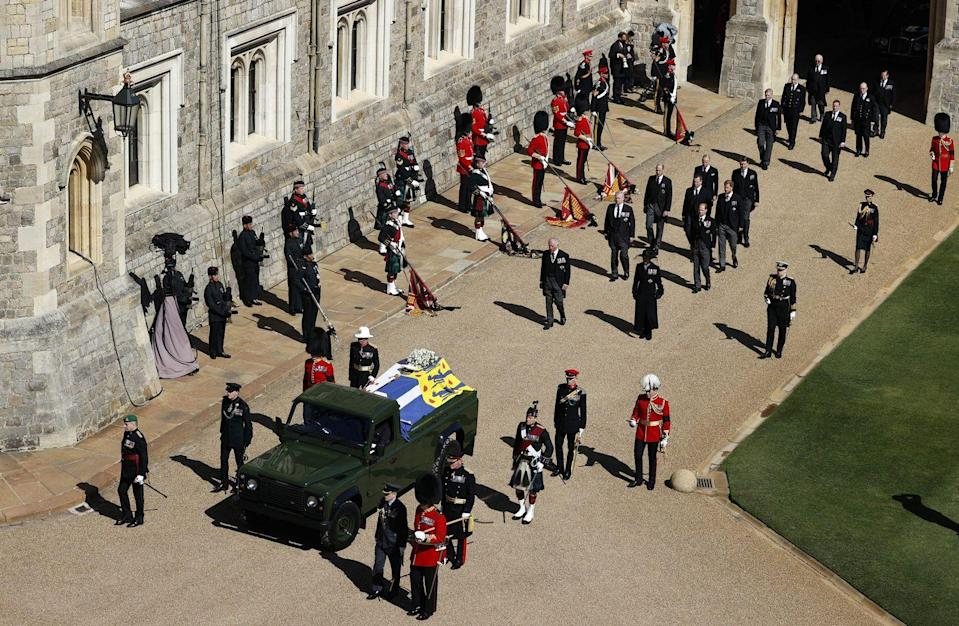 <p>The funeral procession arrives at St George's Chapel.</p>