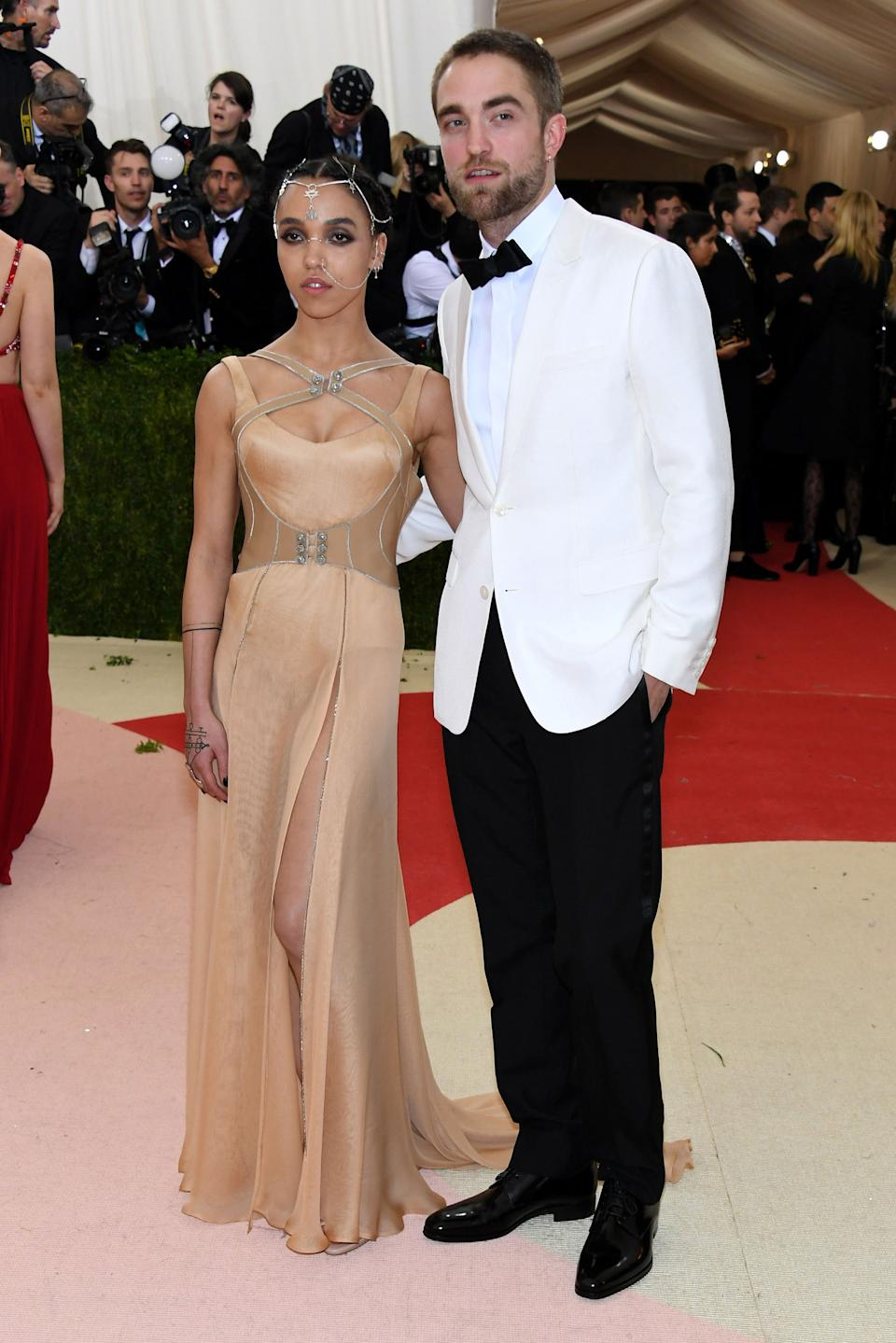 """<h1 class=""""title"""">FKA twigs in Atelier Versace and Robert Pattinson in Dior Homme and Jennifer Fisher jewelry</h1><cite class=""""credit"""">Photo: Getty Images</cite>"""