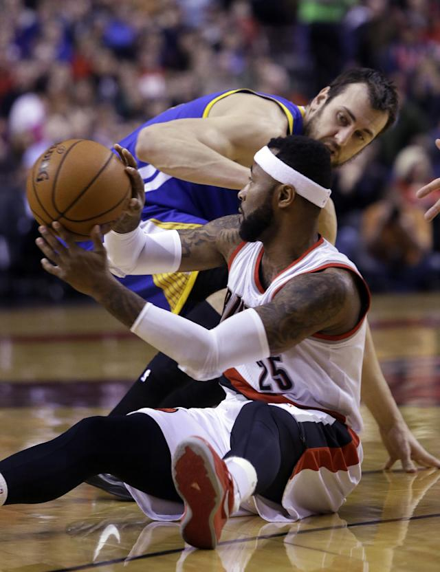 Portland Trail Blazers guard Mo Williams, front, passes off after stealing the ball from Golden State Warriors center Andrew Bogout, from Australia, during the first half of an NBA basketball game in Portland, Ore., Sunday, March 16, 2014. (AP Photo/Don Ryan)