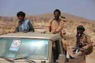 Members of the Popular Resistance militia backing Yemen's President Abd-Rabbu Mansour Hadi ride on the back of a truck as they head to the frontline of fighting against forces of Houthi rebels in Makhdara area of Marib province, Yemen June 28, 2017. Picture taken June 28, 2017. REUTERS/Ali Owidha