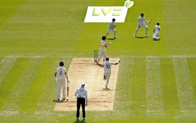 England's cricketers found life tough against New Zealand at Lord's despite the odd helping hand from the tourists