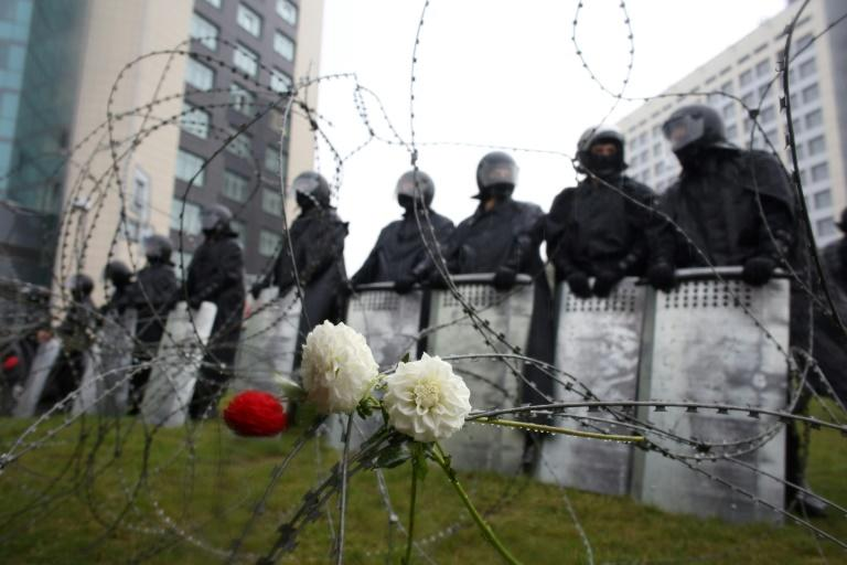 Tens of thousands rally against Belarus strongman