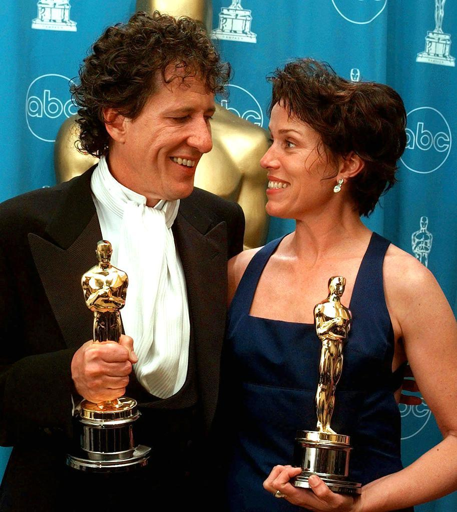 <p>The Best Actor and Actress winners pose in the press room after their wins. (Photo: Reed Saxon/AP) </p>