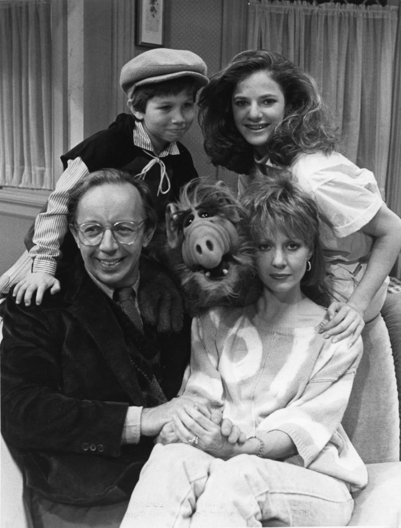 "Max Wright, Benji Gregory, Andrea Elson, and Anne Shedeen with ALF aka Alien Life Form in still from the TV show ""ALF"" on May 23, 1986 in Los Angeles, California. (Photo by Michael Ochs Archives/Getty Images)"