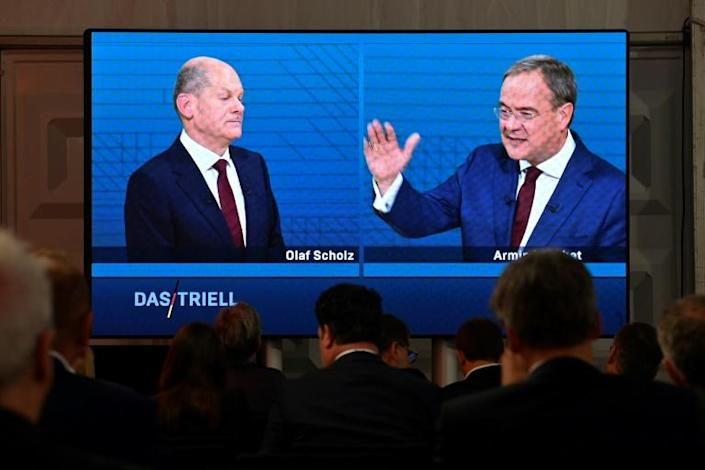 Laschet (R) has tried out two primary lines of attack against Scholz (L) (AFP/John MACDOUGALL)