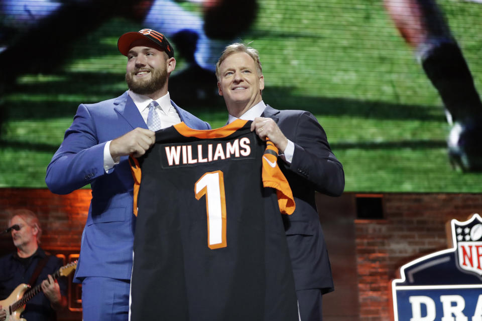 Alabama tackle Jonah Williams poses with NFL Commissioner Roger Goodell after the Cincinnati Bengals selected Williams in the first round at the NFL football draft, Thursday, April 25, 2019, in Nashville, Tenn. (AP Photo/Mark Humphrey)