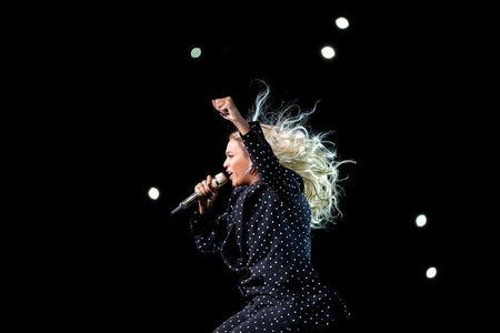 Beyonce performs in Cleveland, Ohio, U.S. November 4, 2016.  REUTERS/Brian Snyder