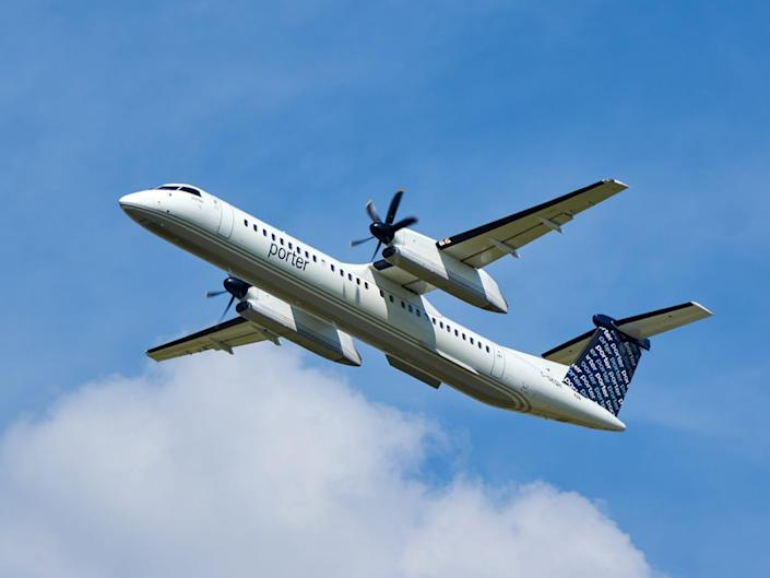 A Porter Airlines Bombardier Q400 - Porter Airlines Bombardier Q400