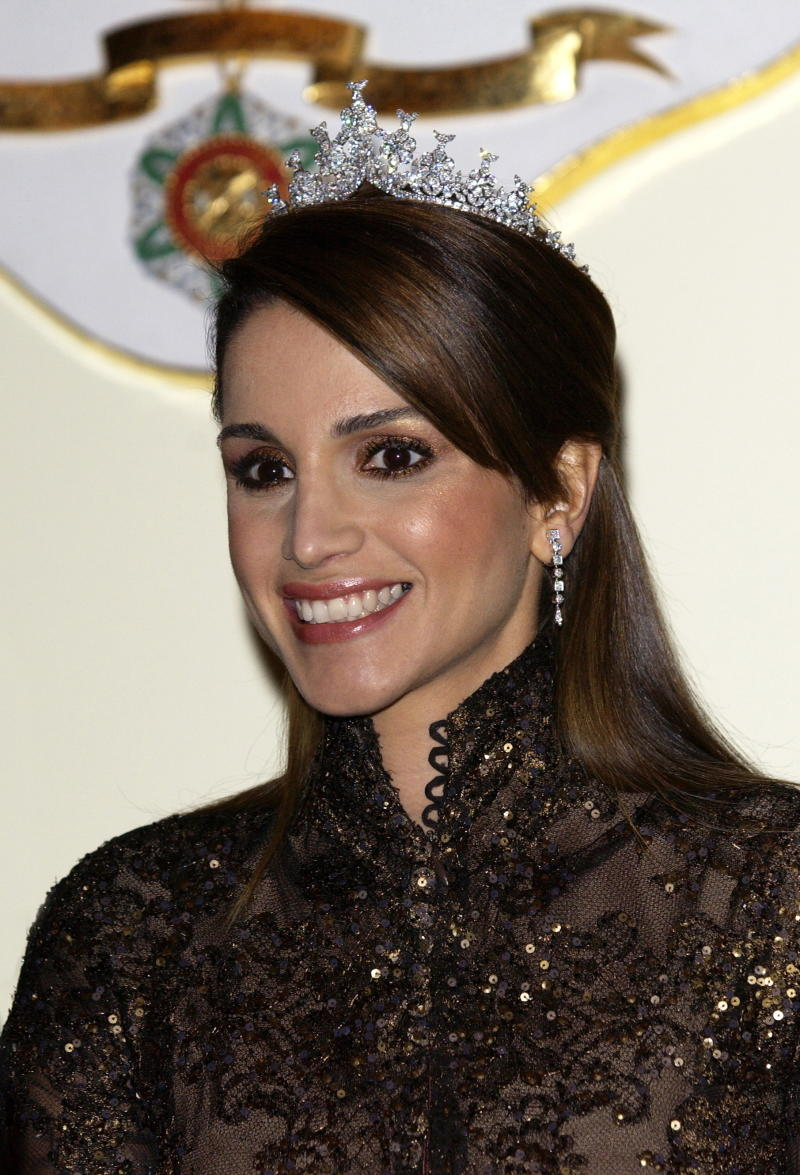 LONDON, UNITED KINGDOM - NOVEMBER 08: Queen Rania Of Jordan At A Banquet At Spencer House In London During A State Visit. (Photo by Tim Graham Photo Library via Getty Images)