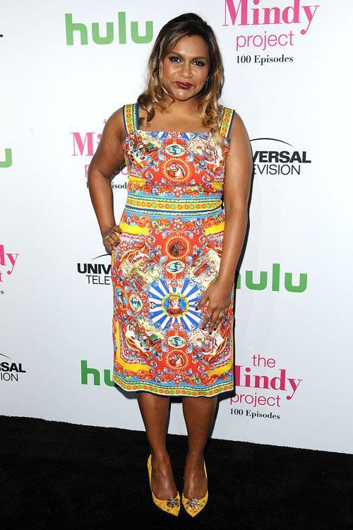 Mindy Kaling S Crazy Patterned Dress Is Giving Us Style Goals For Days
