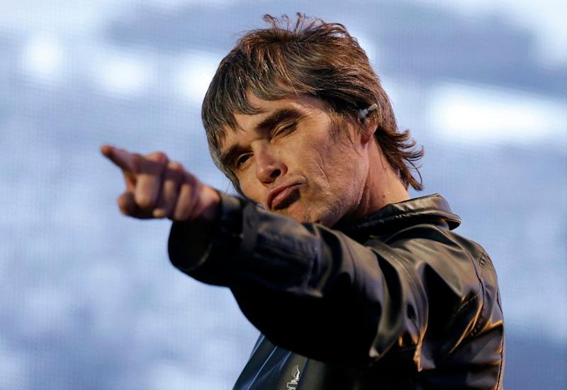 Stone Roses frontman Ian Brown shares his views about the pandemic on Twitter ( )
