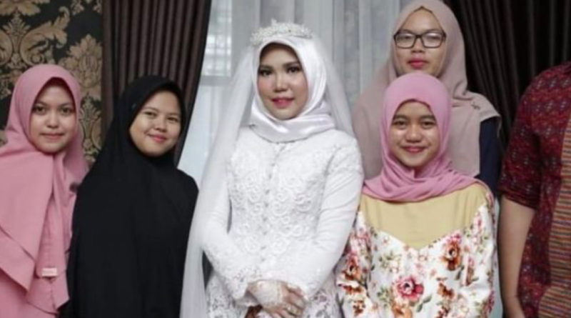 The bride-to-be of the Lion Airplane's victim Intan Syari is merely a wedding photo.