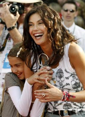 "Actress Teri Hatcher and her daughter Emerson Rose Tenney at the premiere of ""Pirates of the Caribbean: At World's End"" in Anaheim, May 19, 2007."