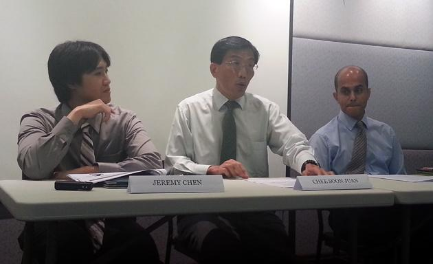 SDP proposes merit-based system to screen foreigners seeking employment in Singapore. (Yahoo! photo)