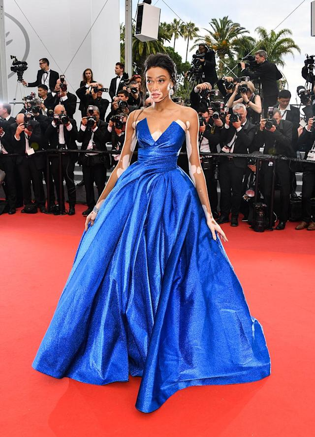 <p>The model had a total Cinderlla moment in a strapless blue gown from Zuhair Murad. (Photo: George Pimentel/WireImage) </p>
