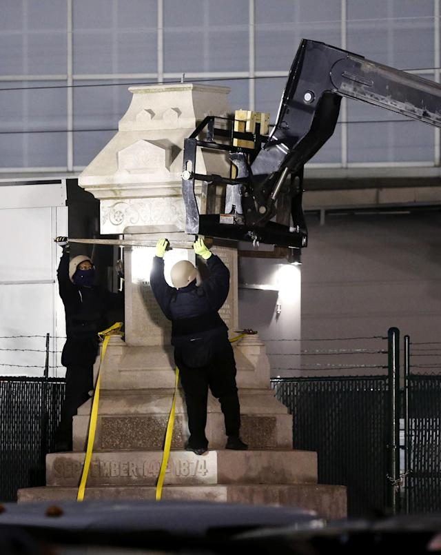 <p>Workers dismantle the Liberty Place monument, which commemorates whites who tried to topple a biracial post-Civil War government, in New Orleans. It was removed overnight in an attempt to avoid disruption from supporters who want the monuments to stay. (Photo: Scott Threlkeld/AP) </p>