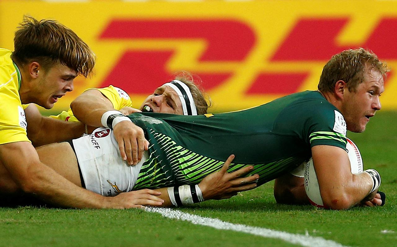 Rugby Union - Singapore Sevens - National Stadium, Singapore - 16/04/17 - South Africa's Philip Snyman scores a try against Australia. REUTERS/Edgar Su