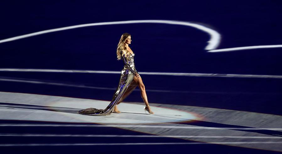 Gisele working the mile-long catwalk. (Photo: Getty Images)