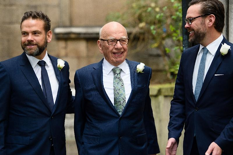 Australian born media magnate Rupert Murdoch (C) flanked by his sons Lachlan (L) and James (R), pictured in London in 2016 (AFP Photo/Leon NEAL)