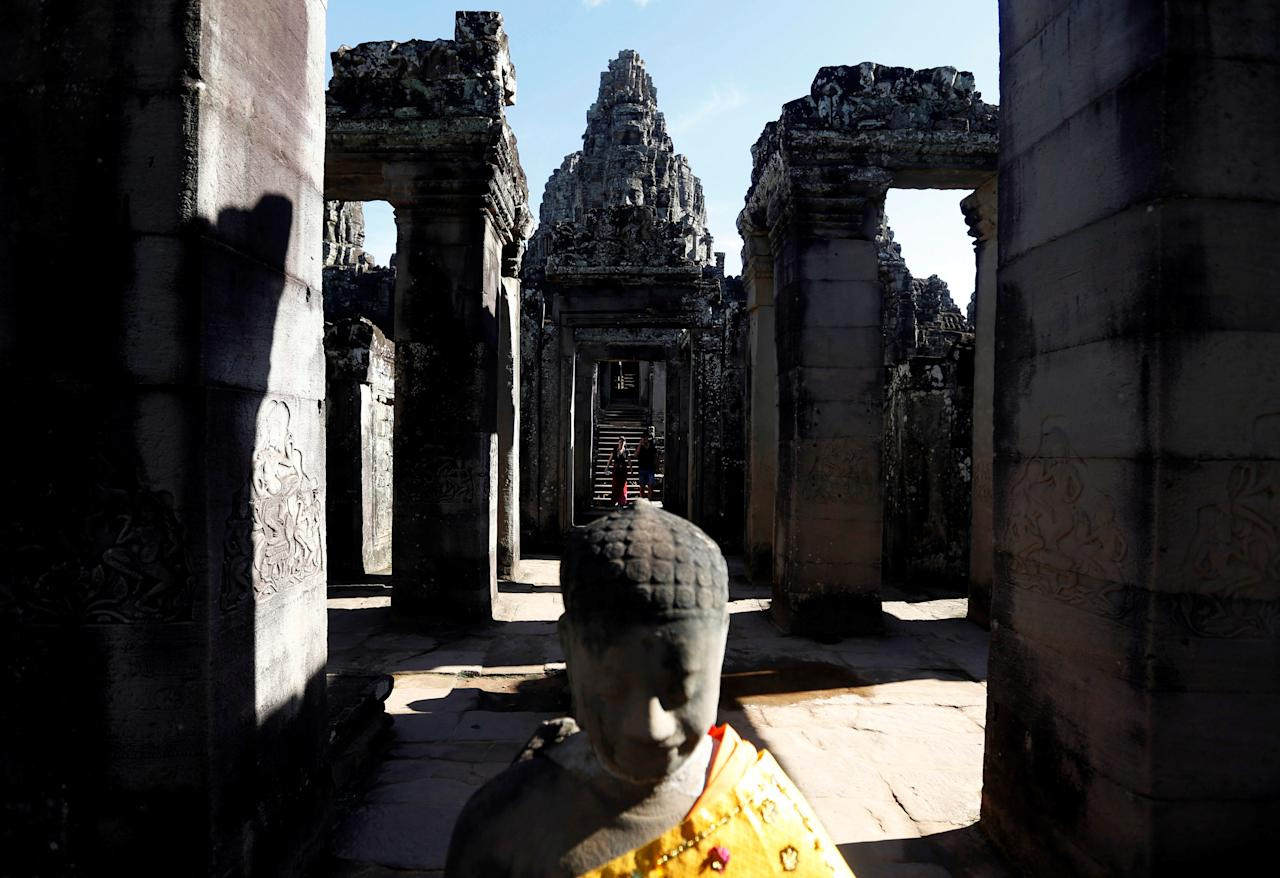 Tourists visit the Bayon Temple in Siem Reap province, Cambodia, September 25, 2016. REUTERS/Samrang Pring     TPX IMAGES OF THE DAY