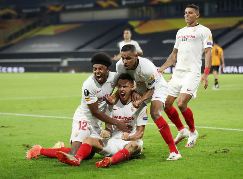 Sevilla reach Europa semis as Wolves pay for penalty miss