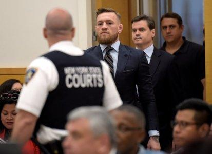 MMA fighter Conor McGregor arrives at Brooklyn Supreme Court to face a hearing on assault charges in Brooklyn, New York, U.S., June 14, 2018. R. Umar Abbasi/Pool via REUTERS