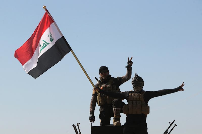 Iraqi government forces take part in a military operation on the western outskirts of the Iraqi city of Tikrit, 160 kms north of Baghdad (AFP Photo/Ahmad al-Rubaye)