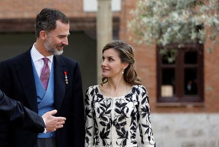 "Spain's Queen Letizia and Spain's King Felipe look at each other as they prepare for a family photo with Spanish writer Mendoza after Mendoza received the ""Premio Cervantes"" Literature Award at the University of Alcala de Henares"
