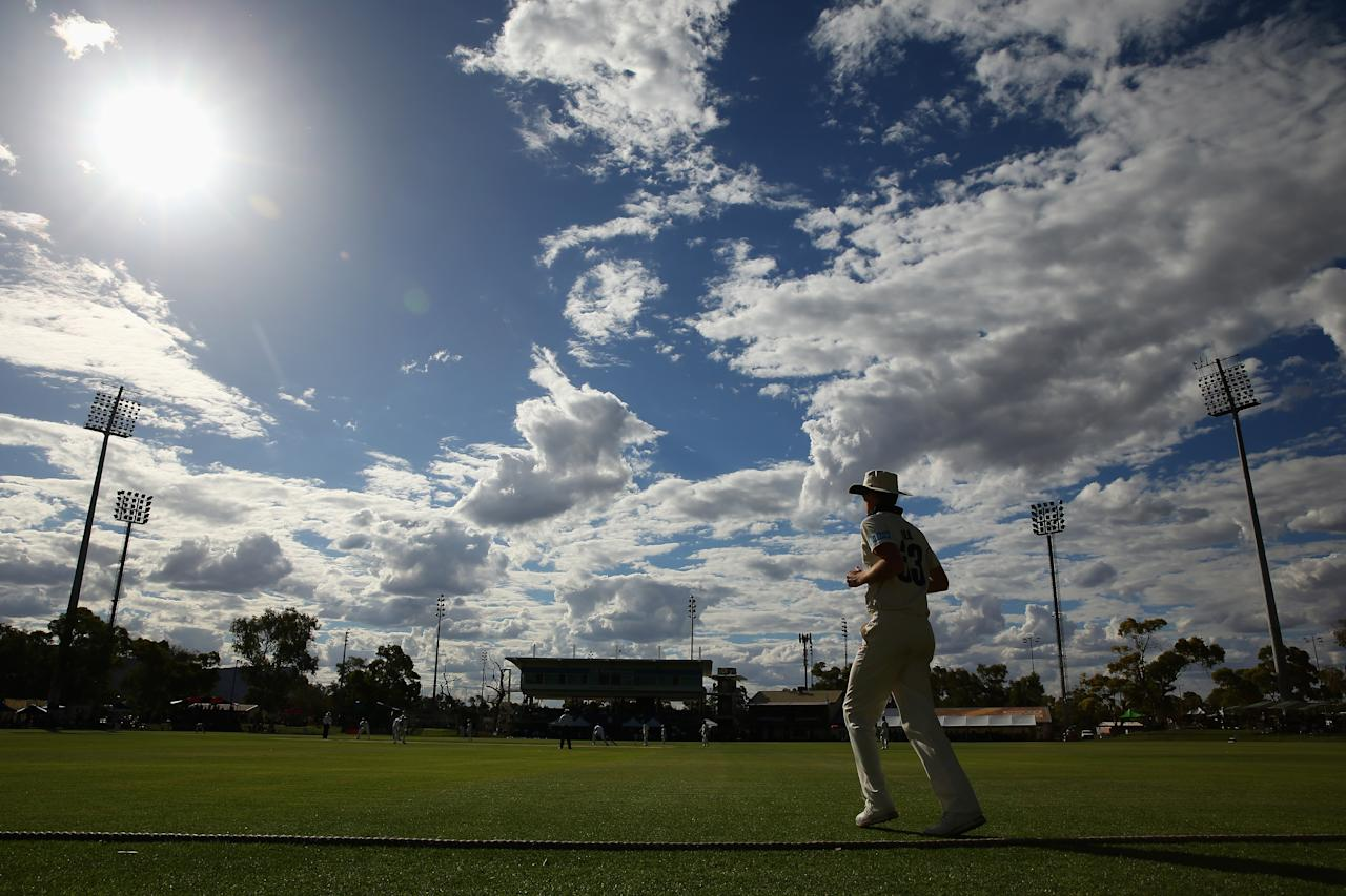 ALICE SPRINGS, AUSTRALIA - NOVEMBER 29:  A general view is seen as Michael Hill of the Chairman's XI fields in the deep during day one of the tour match between the Chairman's XI and England at Traeger Park on November 29, 2013 in Alice Springs, Australia.  (Photo by Mark Kolbe/Getty Images)