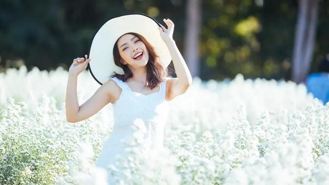 ilustrasi perempuan bahagia/copyright by AnemStyle (Shutterstock)
