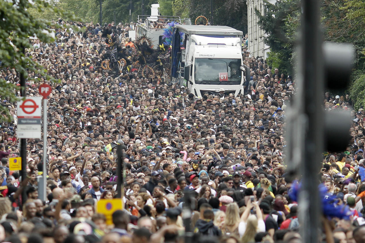 <p>Crowds on Ladbroke Grove take part in the parade during the Notting Hill Carnival in London, Monday, Aug. 27, 2018. (Photo: Tim Ireland/AP) </p>