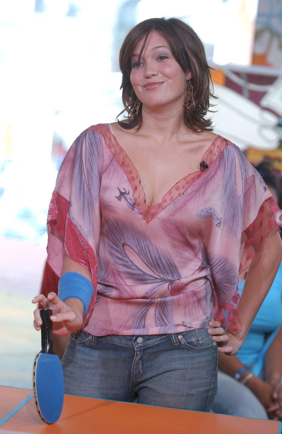 <p>If Mandy Moore was <em>trying </em>to wear something horribly unflattering...she succeeded. I do need to give props to our girl for her totally-2003-styled hairdo. </p>