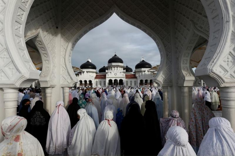For World's Largest Muslim Country, Indonesia Celebrates a Virus-disrupted and Bittersweet Eid
