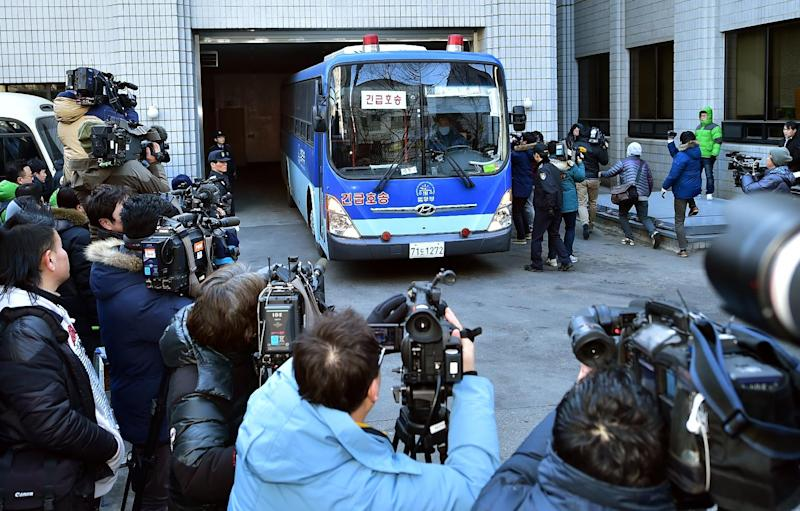 Cameramen take images of a prison bus carrying Korean Air heiress Cho Hyun-Ah as she arrives at a court for her trial in Seoul on February 12, 2015 (AFP Photo/Jung Yeon-Je)