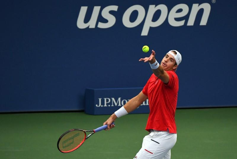 Johnson withstands Isner storm to advance at US Open